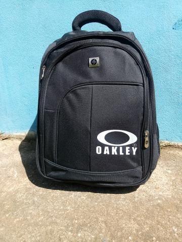 Mochila oakley Black (não faço trocas) - Bolsas 291ae4f801e