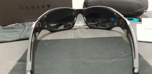 2669fbf9e Óculos Oakley Pit Boss II Preto/Grafite Escuro Polarizado - Importado e Novo