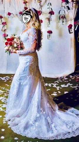 Vestido de noiva maravilhoso, acompanha coroa !!!