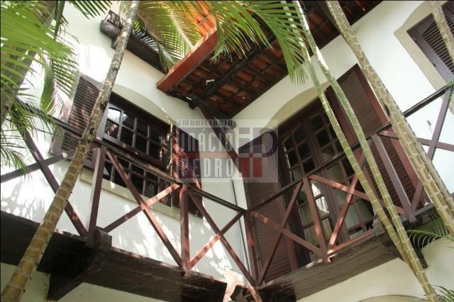 [A807] Casa com 5 quartos, sala para 4 ambientes, 361 m² de área construída - Foto 2