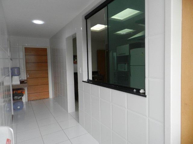 Apartamento de 4 dormitórios( 1 suíte com terraço ), mobiliado, com 2 vagas de garagem - Foto 16