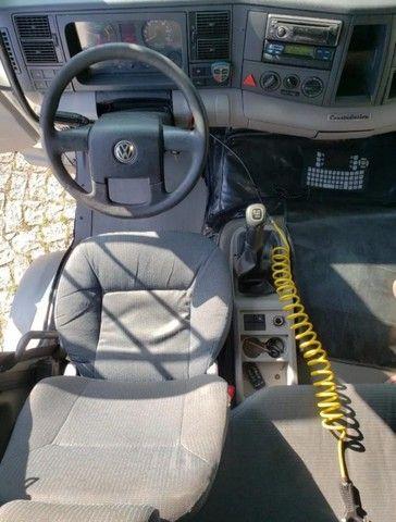 Caminhão VW 24450 6x2 Truck com baú 10,50 m #Entrada R$10.196,00 #Parcela R$2.393,00 - Foto 2