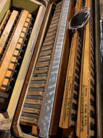 Acordeon Imperial  cassoto duplo   especial  44 teclas 4/5  de vóz - Foto 5