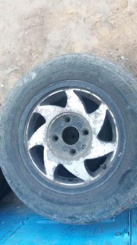 Aro 13 mais pneus para vender logo