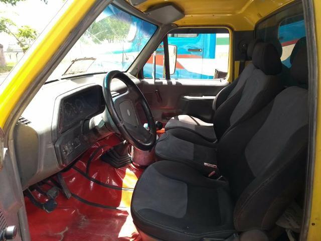 F4000 amarela modelo 5
