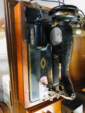 Máquina de Costura Singer Antiga Importada. Lindíssima! - Foto 2