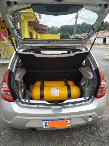 Sandero 1.0 prata 16V 4 Portas com  kit GNV - Foto 13