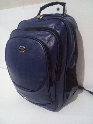 Mochila de couro sintético , mala de mão, academia, viagem, faculdade, etc. (Produto novo)