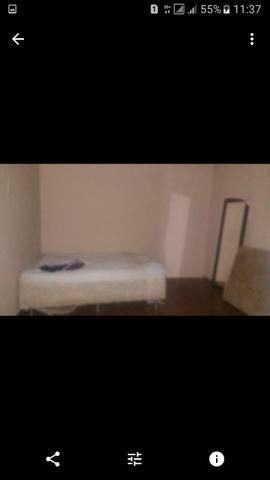 Vende se uma casa sendo três quarto Sala cozinha três banheiro sozinha no Lote