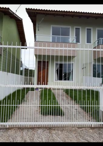 Casa duplex Grande, 2 quartos (1 suíte) c/ sacada, terreno individual, IPTU incluso!