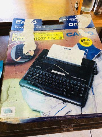 Máquina de escrever digital Casio. Funcionando! Na caixa - Foto 2