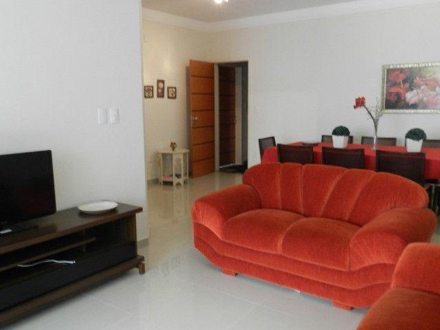 Apartamento de 4 dormitórios( 1 suíte com terraço ), mobiliado, com 2 vagas de garagem - Foto 7