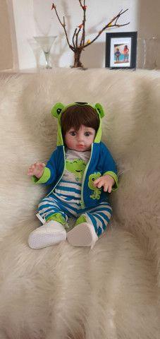 Lindo bebê reborn menino siliconado com enxoval luxo.  - Foto 4