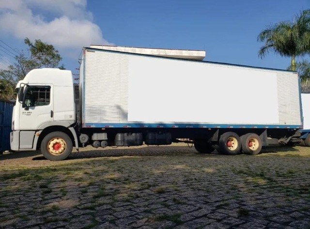 Caminhão VW 24450 6x2 Truck com baú 10,50 m #Entrada R$10.196,00 #Parcela R$2.393,00