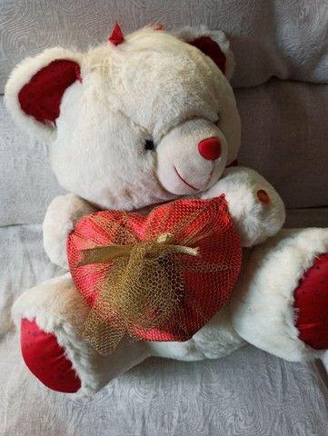 Urso de pelúcia semi novo lindo para presentear - Foto 3