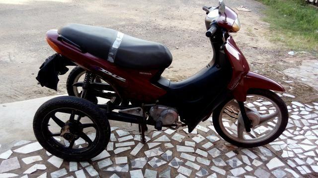 Vendo uma moto biz adaptada para cadeirante triciclo