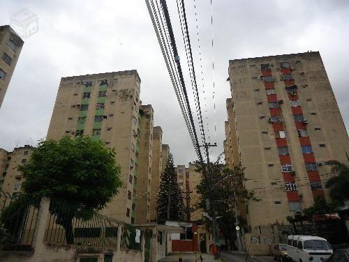 Apartamento com 02 Quartos - Em Rocha Miranda