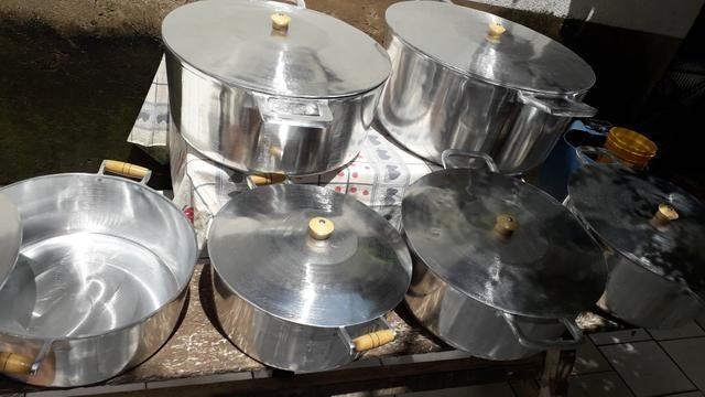 Panela GRANDE de alumínio batido - Foto 3