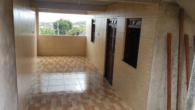 Casa térrea (fundo) com garagem para alugar: Rua Sergipe, nº 496 E, Paripe, Salvador-BA