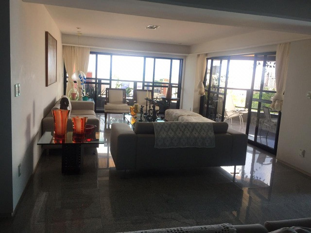 Grande apartamento em Manaira 1 por andar