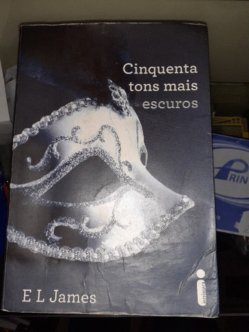 Livro cinquenta tons mais escuros