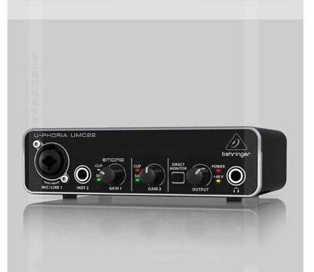 Interface ou Placa de Áudio Behringer UMC22