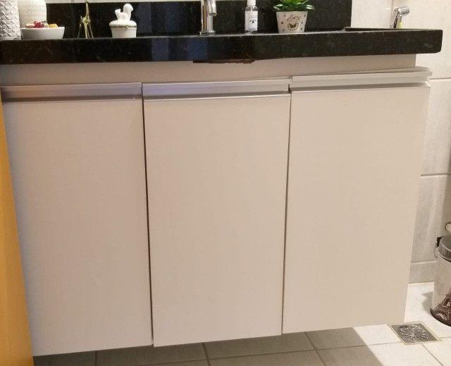 armários para banheiro mdf branco c/puxadores de alumínio - Foto 2