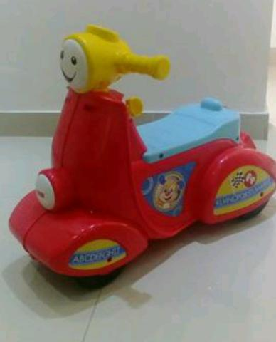 Andador Scooter musical Fisher Price