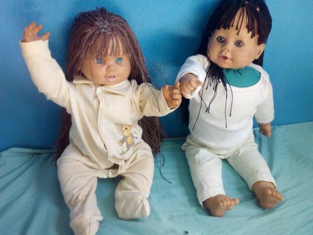 2 bonecas:+10 roupinhas