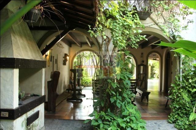 [A807] Casa com 5 quartos, sala para 4 ambientes, 361 m² de área construída - Foto 3