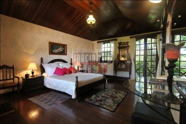 [A807] Casa com 5 quartos, sala para 4 ambientes, 361 m² de área construída - Foto 18