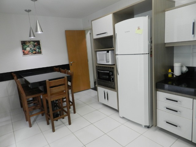 Apartamento de 4 dormitórios( 1 suíte com terraço ), mobiliado, com 2 vagas de garagem - Foto 19