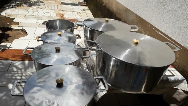 Panela GRANDE de alumínio batido - Foto 2