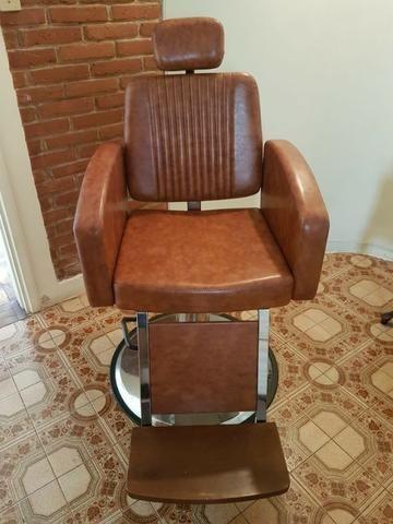 Cadeira para barbeiro Kixiki modelo Montana