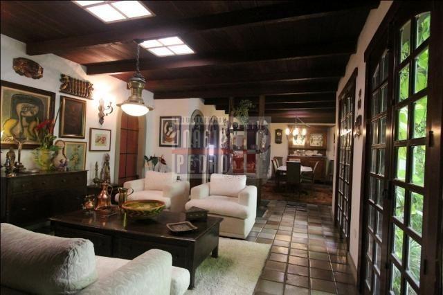 [A807] Casa com 5 quartos, sala para 4 ambientes, 361 m² de área construída - Foto 15