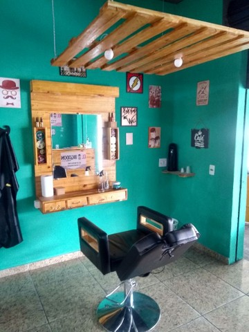 Cadeira de barbeiro reclinável e Bancada com luminária - Foto 3