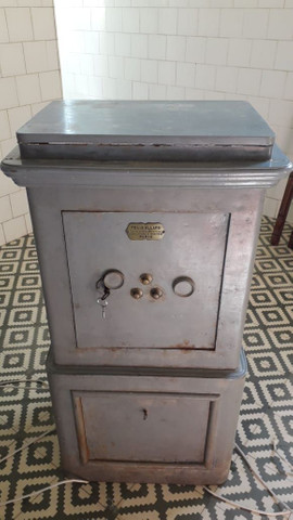 Cofre antigo de ferro (de piso e pesado). Raridade! - Foto 2