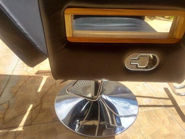 Cadeira de barbeiro reclinável e Bancada com luminária - Foto 6
