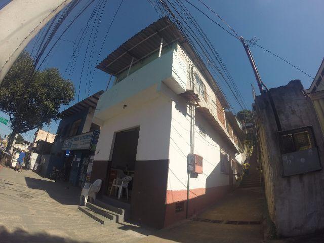 Casa de 2 andares + ponto comercial no Bairro de Lourdes