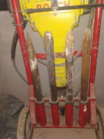 Martelete Bosch 30 quilos - Foto 3