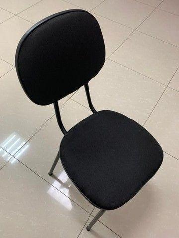 Cadeira de Escritório Almofadada Cor Preta