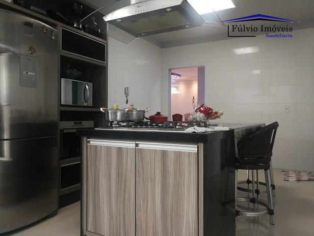 Maravilhosa casa moderna, completa em armários, ar condicionado, 05 quartos, 04 com suítes - Foto 18