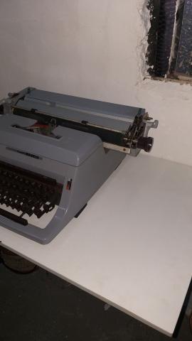 Máquina de escrever antiga  - Foto 3