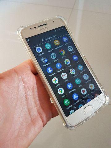 Moto G5s 32Gb top apenas peq trinco na tela. - Foto 6