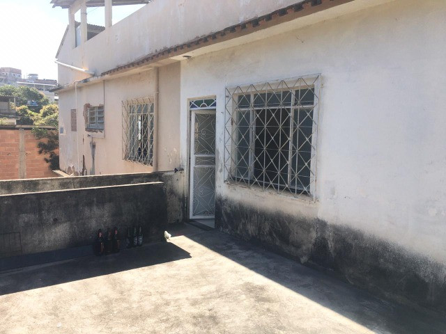 Vendo casa grande com varanda e Terraço - Foto 17
