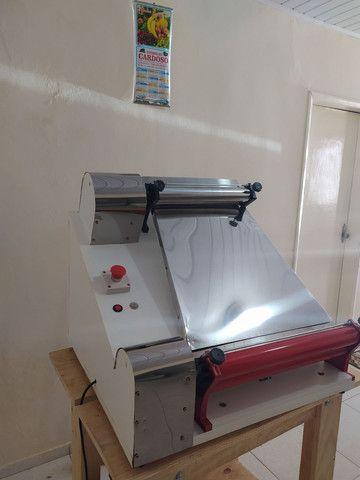 Modeladora abre massa de pizza até 45 cm  - Foto 2