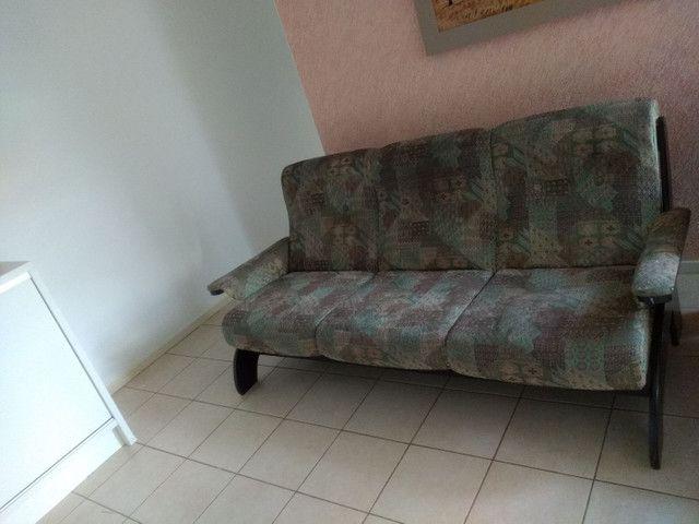 Vendo sofá retrô, três lugares. - Foto 2