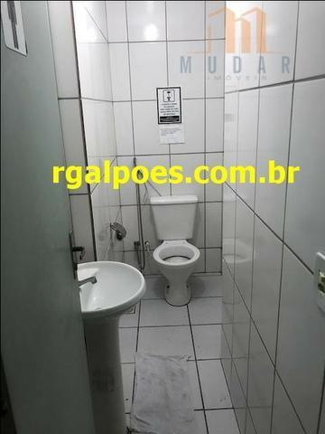 Galpão 650m², 5 salas, 6 banheiros, elevador industrial e recepção - Foto 14