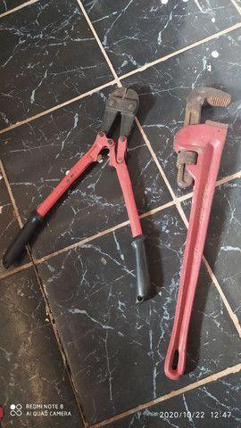 Vendo um cortador de cadeado e uma chave de tirar roda de trator