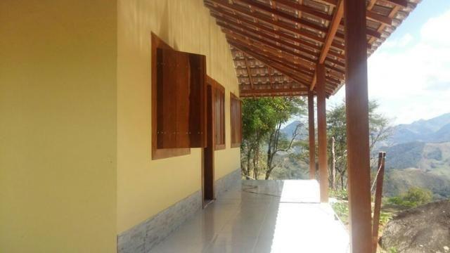 Sana / chácara em condomínio rural com piscina natural